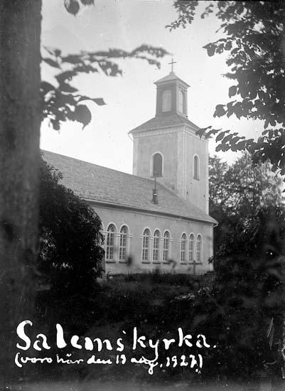 """Enligt text på fotot: """"Salems kyrka, (voro här den 13 aug. 1927""""."""