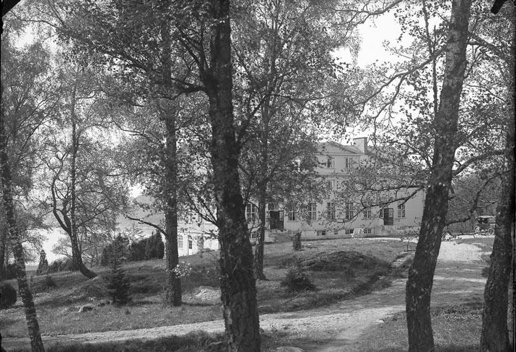 """Enligt fotografens anteckningar: """"1931, 28. Västkustens ungdomsskola""""."""