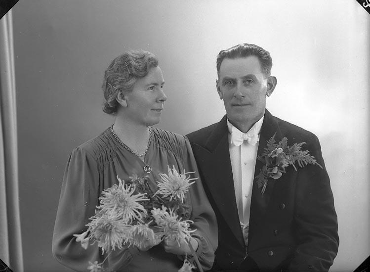 """Enligt fotografens journal nr 7 1944-1950: """"Olsson, Herr Gustaf Strandnorum Här""""."""