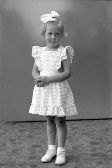 "Enligt fotografens journal nr 7 1944-1950: ""Winblad, Marianne Pensionat Ellös""."