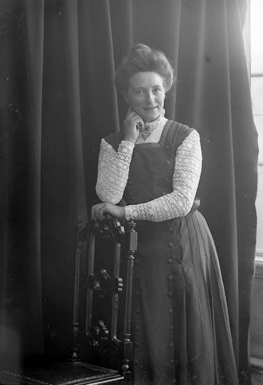 """Enlgit fotografens journal nr 2 1909-1915: """"Svensson, Alma L:a Askerön Här""""."""