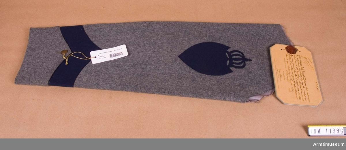 Grupp C I. Ärm till kappa m/1906 dock med undantag beträffande  kappklädets färg, för manskap med vederlikar vid alla truppslag.