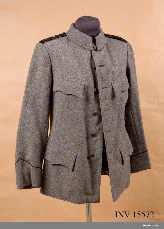 Grupp C I.  Förslagsmodell å vapenrock att tjäna till efterrättelse för tillverkning av persedlar avsedda för försöken vid infanteriets volontärskola i Halmstad.