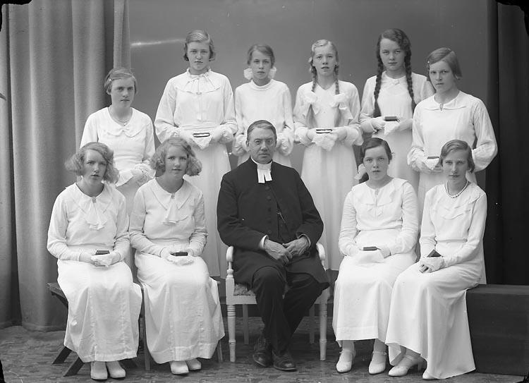 """Enligt fotografens journal nr 6 1930-1943: """"Läsbarnen Ödsmål Franck""""."""