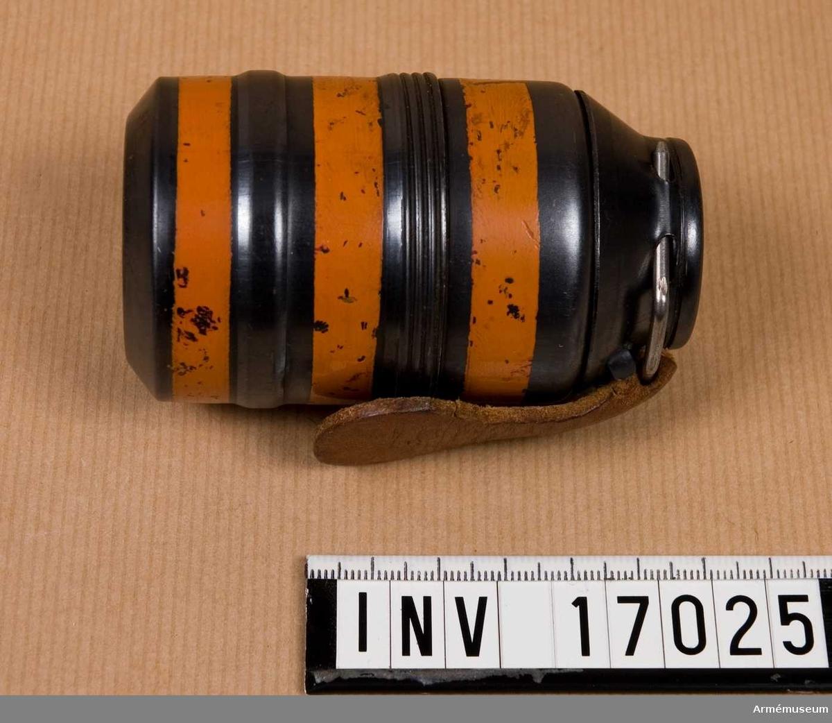 Grupp E IX.  Ägghandgranat, 1940-tal mindre, typ tillverkad i Ungern. Saknar spräng- och tändladdning.