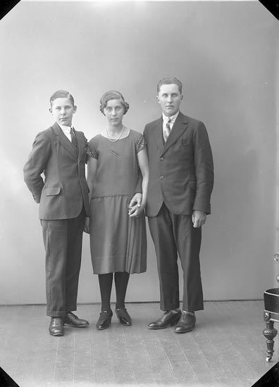 """Enligt fotografens journal nr 5 1923-1929: """"Blomqvist, Tage, Åh, Ödsmål""""."""