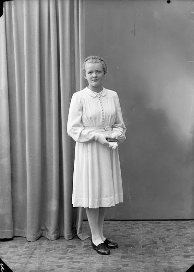 "Enligt fotografens journal nr 7 1944-1950: ""Norén, Valborg Ödsmål""."
