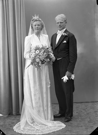 """Enligt fotografens journal nr 7 1944-1950: """"Eliasson, Herr Sven Ucklum""""."""
