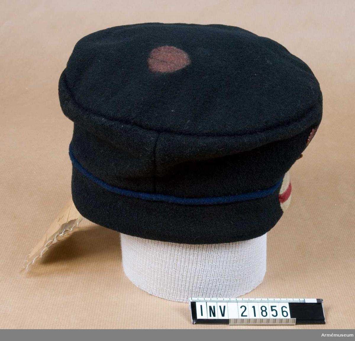 Grupp C I. Ur uniform för manskap vid Jämtlands fältjägarreg. Består av jacka, byxa, mössa, skärp, patronkök, bandolärrem, axelgehäng.Go 23/3 1838, infanteriet allmänt.