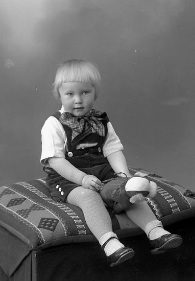"Enligt fotografens journal nr 6 1930-1943: ""Aronsson, Bengt Kopper Här""."