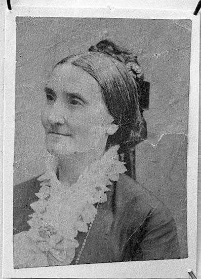 "Enligt fotografens journal nr 6 1930-1943: ""Dahlblom, Fru Hedda Strömstad kopia""."