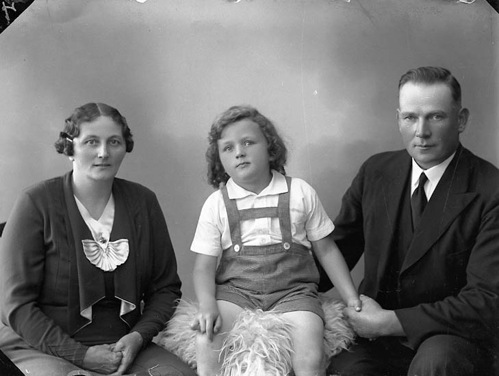 "Enligt fotografens journal nr 6 1930-1943: ""Engblad, Paul Ödsmål""."