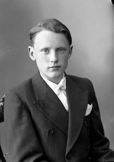 """Enligt fotografens journal nr 7 1944-1950: """"Eriksson, Elof Lasshammar Här""""."""