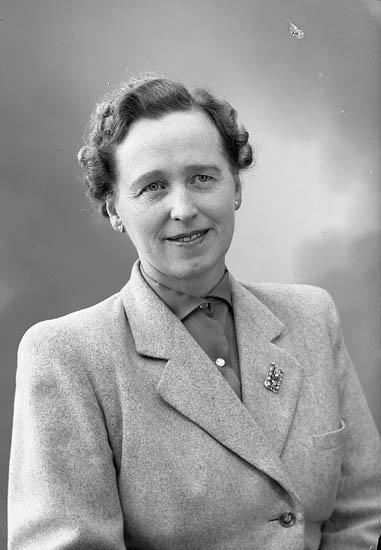 "Enligt fotografens journal nr 8 1951-1957: ""Jennermark, Fr. Elsa Nygatan 27 Ulricehamn""."