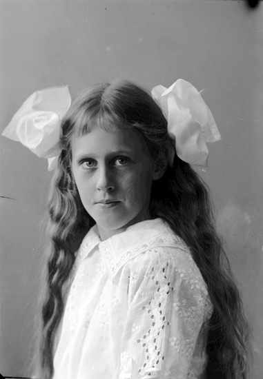 "Enligt fotografens journal nr 2 1909-1915: ""Metcalfe, Kitty Ön""."