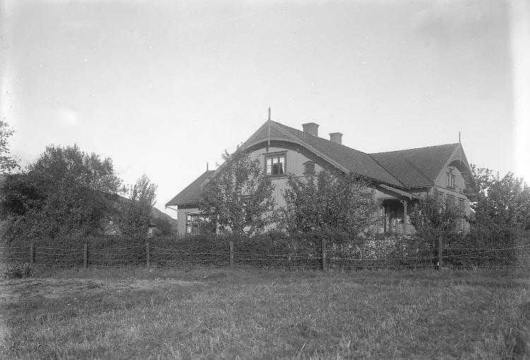 """Enligt fotografens journal nr 2 1909-1915: """"Nyborgs skola Här""""."""