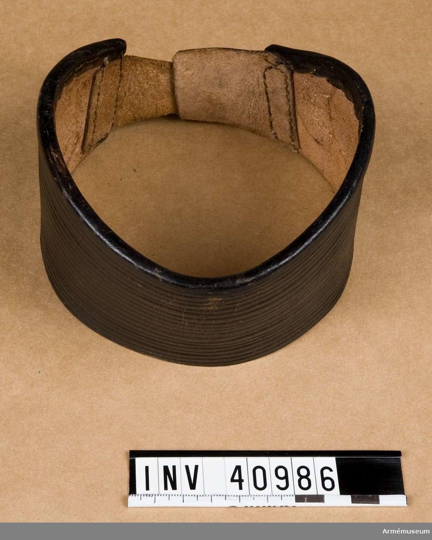 Grupp C I. Av svart pressat läder.
