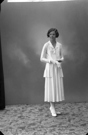 "Enligt fotografens journal nr 6 1930-1943: ""Enander, Birgit Haga Kyrkog. 14 Gbg""."