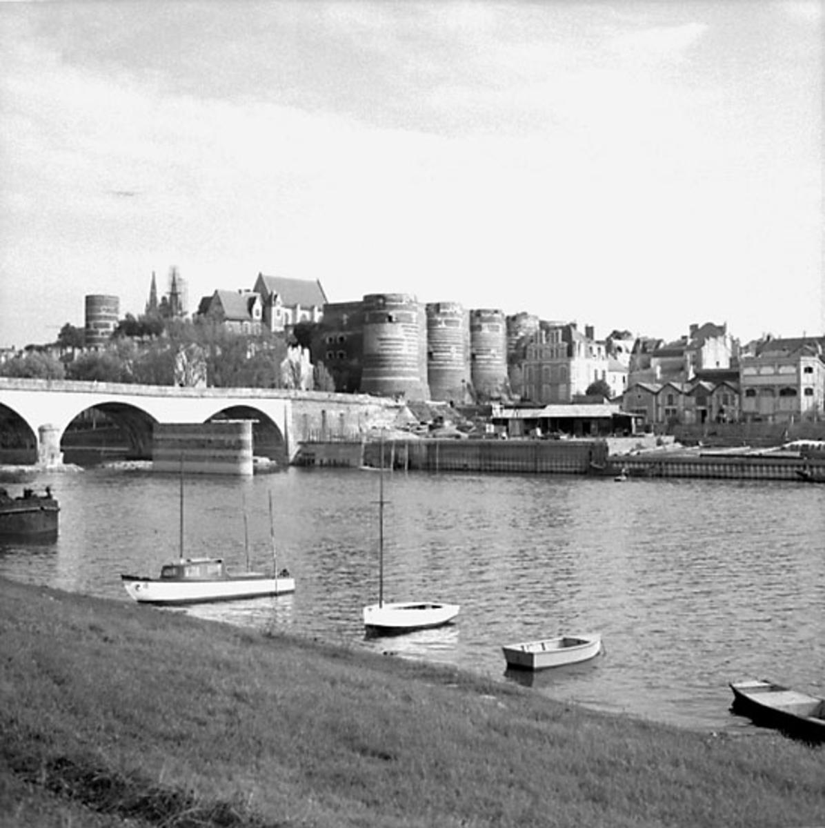 6. Frankrike. Fotojournal finns på B.M.A. + fotoalbum. Samtidigt förvärv: Böcker och arkivmaterial. Foton tagna 1959-10-16. 12 Bilder i serie.