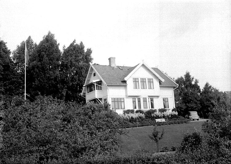 """Enligt senare noteringar: """"Veterinär Mattssons, tidigare doktor Sundbergs villa vid nuvarande Strömstadsvägen. Huset är numera kraftigt ombyggt."""" (BJ)"""