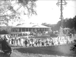 Midsommarfirande på 1940-talet i Folkets park, Munkedal