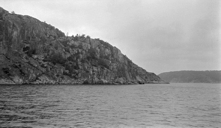 Enligt senare noteringar: Dynekilen, Björnes värn mot öster. 26 juni 1921.