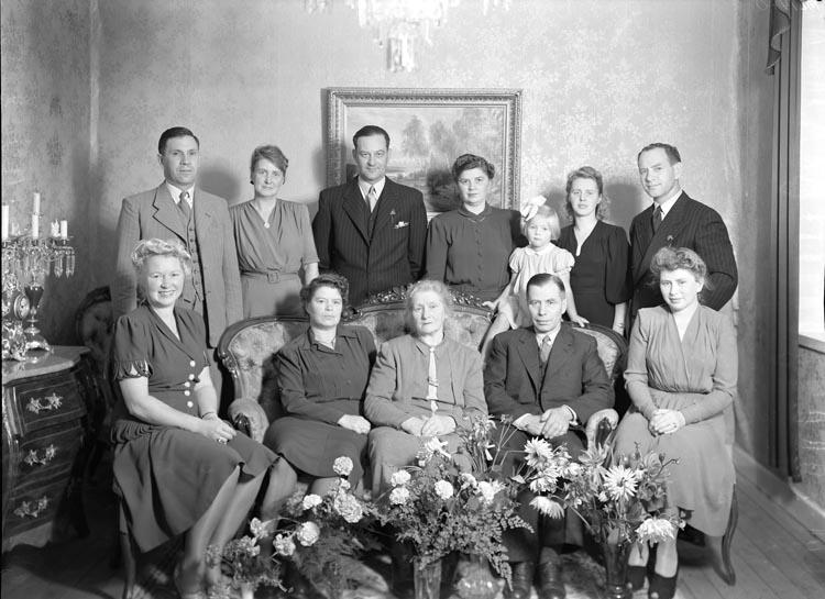 """Uppgift enligt fotografen: """"Fru Spångbergs 75 årsdag""""."""
