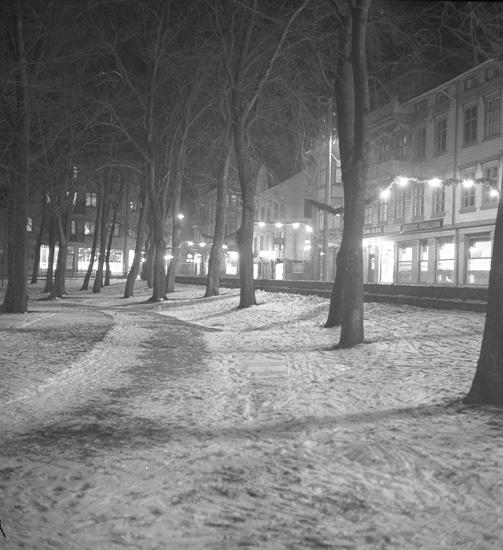 """Text till bilden: """"Lysekil. Jul och lumination. 1938.12.23""""."""