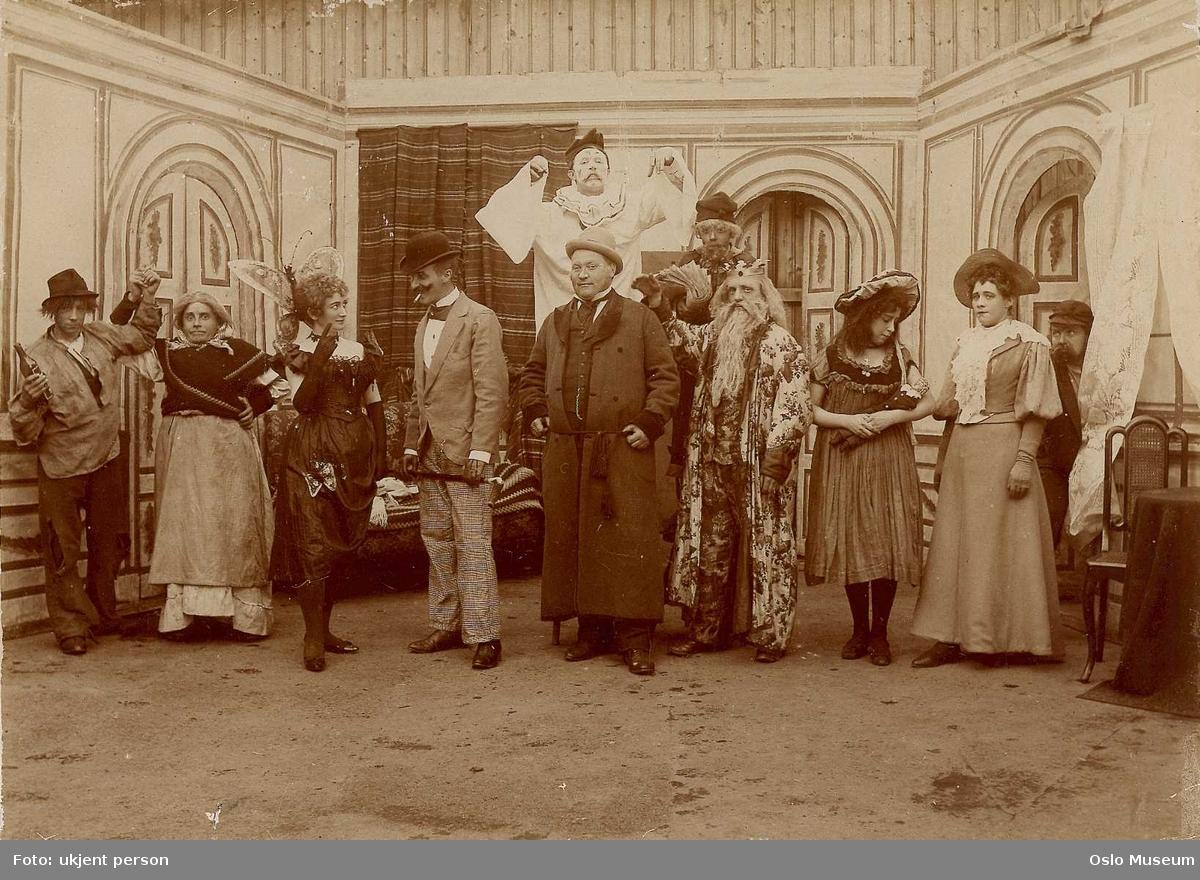 Olympen teater, scenebilde, skuespillere, kostymer