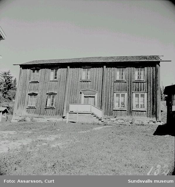 Gammal gård i Bäck.