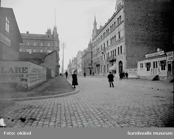 Storgatan, östra delen. Provisorisk trähusbebyggelse längst till höger.