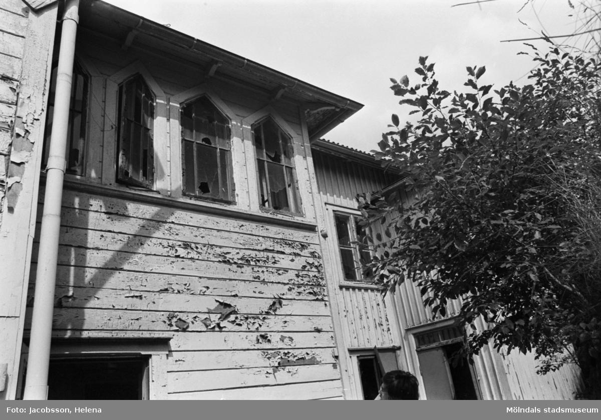 Roten K 1 i Mölndals Kvarnby. Säregen fönsterkonstruktion.