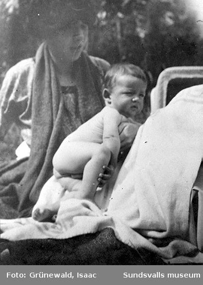 Sigrid Hjertén och sonen Ivan Grünewald (f. 1911), 1912.