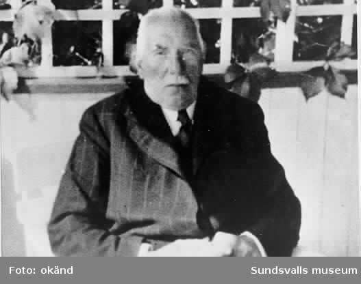 C A Svensson, f 1861 d 1925, fackföreningsman, Medelpads förste riksdagsman för socialdemokraterna, var med och startade Dagbladet