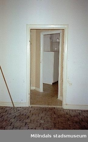 Interiör i bostadshus. Byggnadsdetaljer: Dörrkarmar.