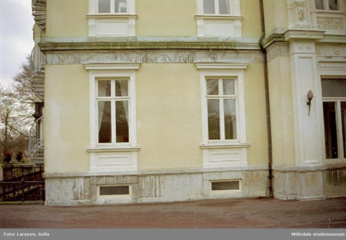 Fönster som sitter på Papyrusvillan.