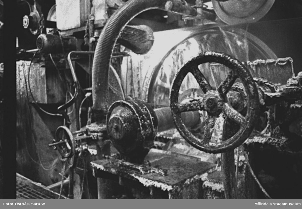 Maskin för papperstillverkning.Bilden ingår i serie från produktion och interiör på pappersindustrin Papyrus.