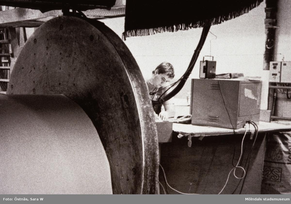 Stefan Roslund i arbete på Papyrus i Mölndal, år 1990.
