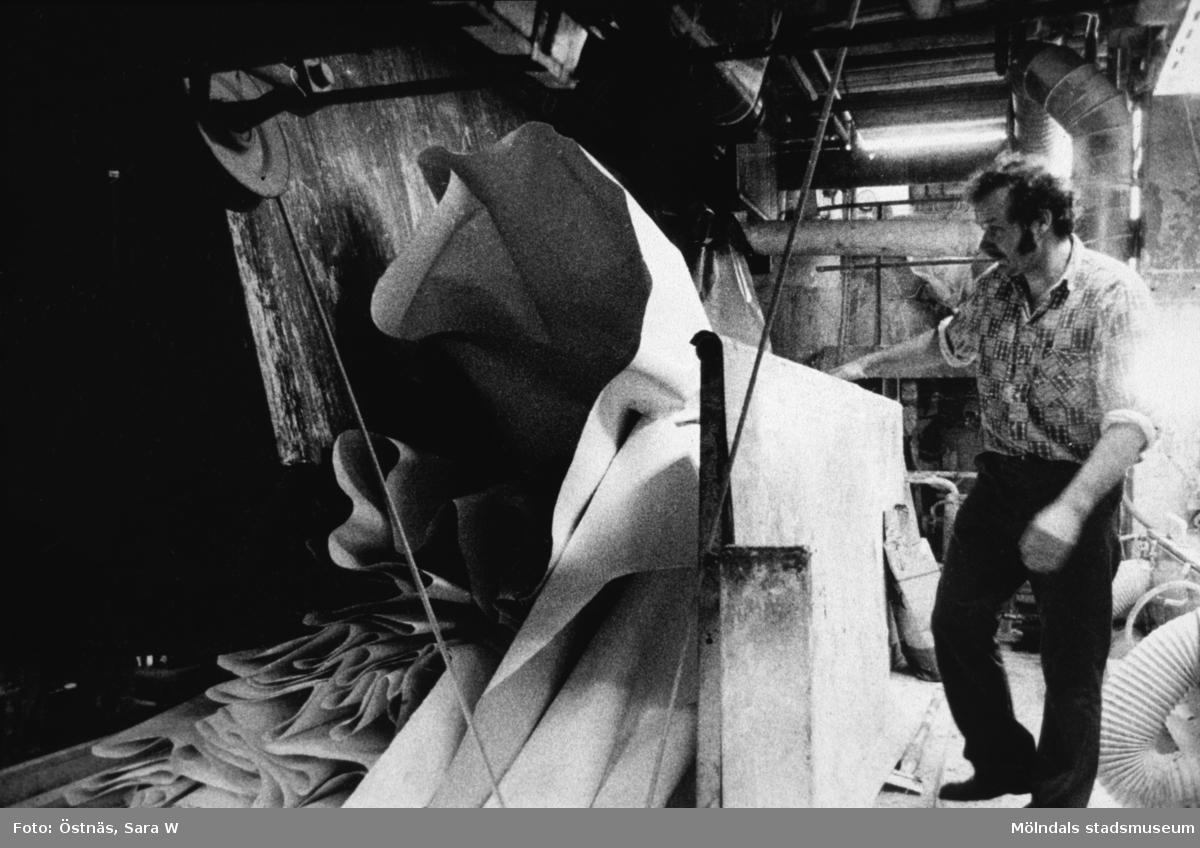 Aarno Aspbäck i arbete vid banbrott på Papyrus i Mölndal, år 1990.