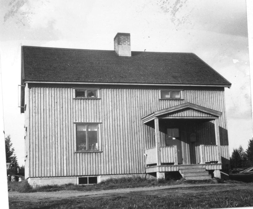 Poststationen i Gråträsk inrättades 1917 och drogs in 1968. Ett postställe inrättades sedan i Gråträsk 1975 för att dras in 1976.