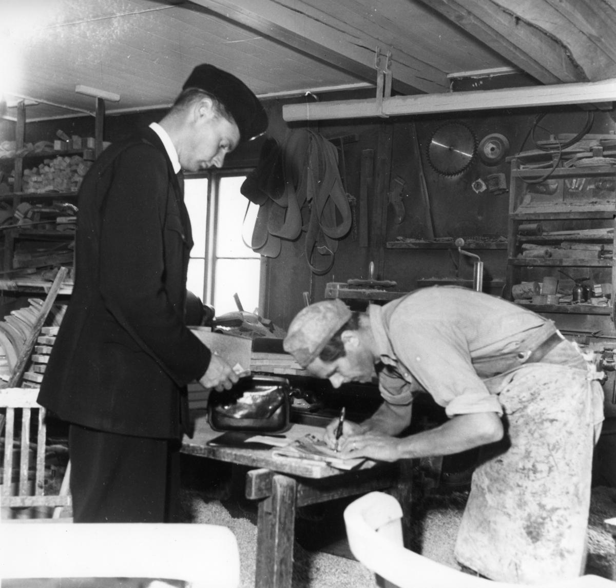 Lantbrevbärare Knut Svensson, Växjö, 1953.
