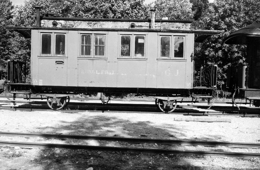 Fotografi föreställande postvagn DF nr 44 på Gotlands Järnväg, fotot är taget 1950.