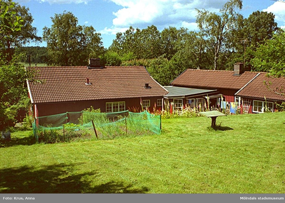 Berget 1:21. Sammanbyggt boningshus/lada från öster.