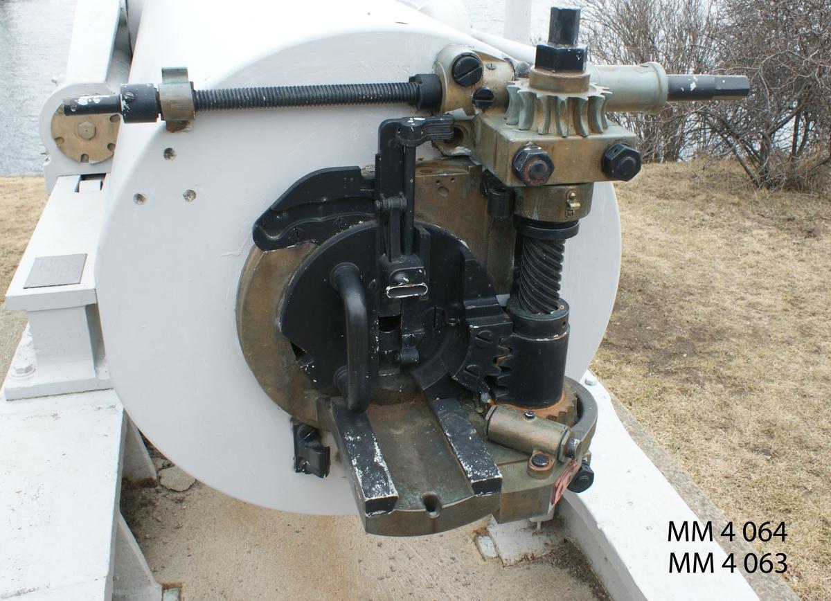 Kammarskruv med tillbehör till 25 cm kanon, m/1894 C Nr 6. Tillhör nr K 4062.