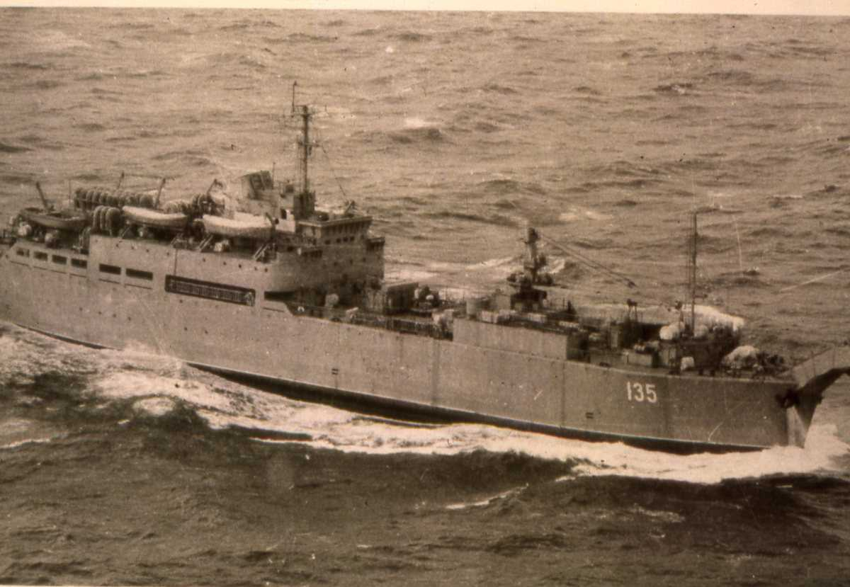 Russisk fartøy av Dnepr - klassen med nr. 135.