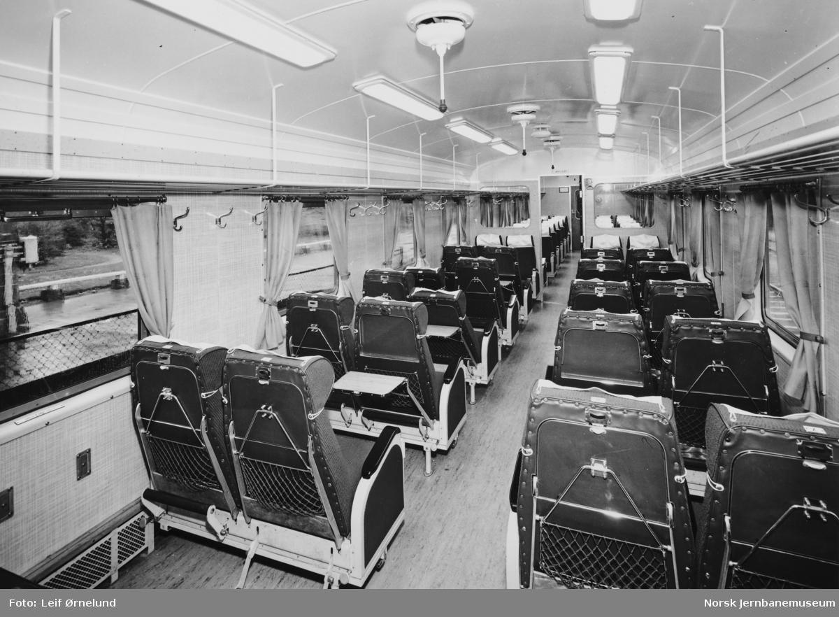 Interiørbilde fra mellomvogn litra Bo3i (B68B) i motorvognsett type 68B