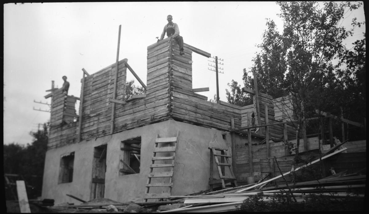 Huset til Karl og Madith Hansen under bygging.