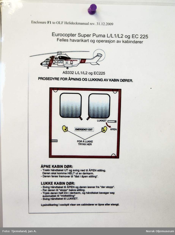 Oppslag i avgangshallen på Statfjord C - her er beskrevet prosedyren for å åpning og lukking av kabindøren i et helikopter. Prosedyren gjelder også ved et eventuelt havari.