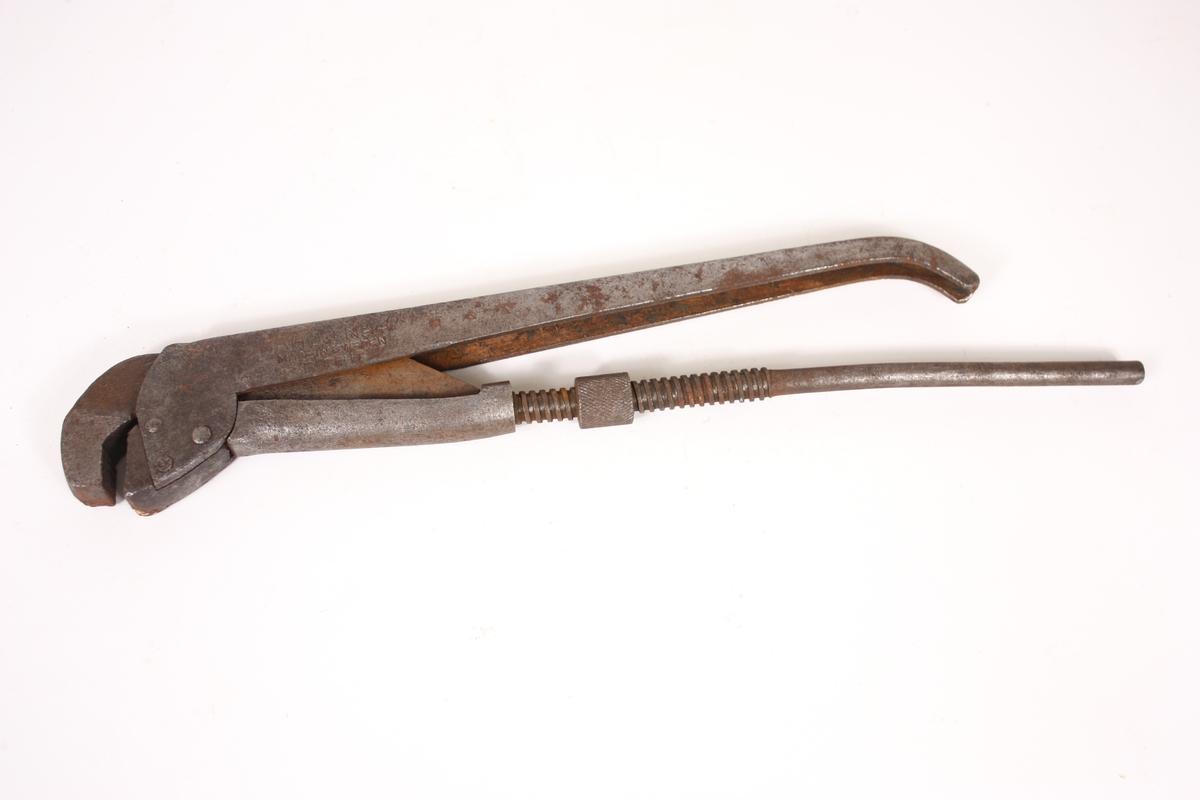 Tang med to armar, der den eine kan skyvast og regulerast ved hjelp av ein skrue