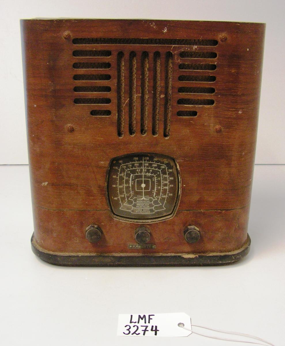 """Amerikansk husradio av merket """"Kadette.""""  Form:  rektangulær grunnform"""